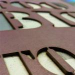 Nahaufnahme Lasercut auf Bucheinband